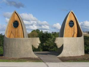 matakana_village_welcome entrance sculptor